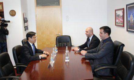 Stojanović i Simić sa Hojtom Jiom o politici i problemima Srba