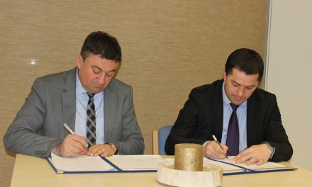 Министар Тодосијевић и градоначелник Лепосавића потписали меморандум о реконструкцији зграде општине