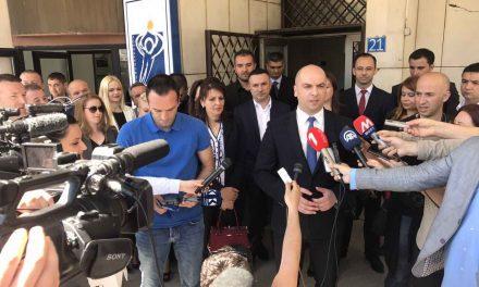 Srpska lista predala listu od 20 kandidata