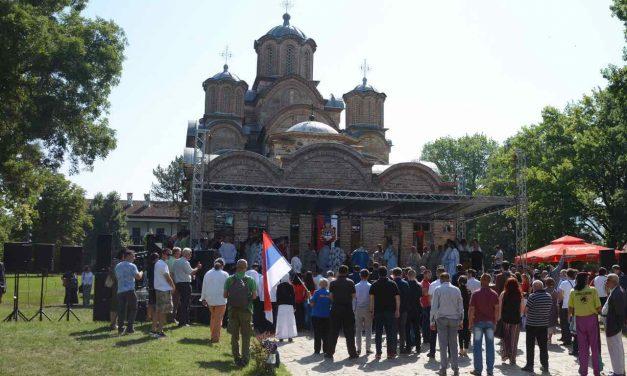 Vidovdanska liturgija u porti manastira Gračanica